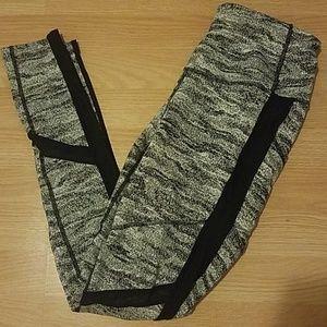 Mesh gray active leggings